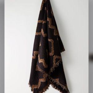 Wilfred Diamond Blanket Scarf